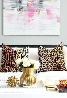 23 Girly Chic Home Decor Ideas for a Ladylike Home - abstract pink artwork, glam. 23 Girly Chic Home Decor Ideas for a Ladylike Home - abstract pink artwork, glam leopard print pillow covers, chic gold decorative objects + pretty white flowers. Funky Home Decor, Unique Home Decor, Cheap Home Decor, Diy Home Decor, Gold Home Decor, Palette Pastel, Interior Design Minimalist, Feminine Decor, Boho Home