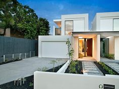 Photo of a house exterior design from a real Australian home - House Facade photo Browse hundreds of facade designs from Australian homes on Home Ideas. Townhouse Exterior, Modern Townhouse, Townhouse Designs, Duplex House Design, Modern House Design, Modern Architecture House, Residential Architecture, Facade Design, Exterior Design