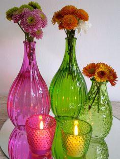 Escolha uma garrafa transparente, (eu escolhi uma de leite de coco), verniz vitral na cor que você preferir, (eu fiz uma mistura ...