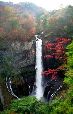 Nikkō (日光) is a small town to the north of Tokyo, in Tochigi Prefecture.Nikko National Park offers plenty of hiking opportunities. Nikko, Asia Travel, Japan Travel, Japan Trip, Timor Oriental, Culture Art, Beautiful Waterfalls, Photos Du, Amazing Nature