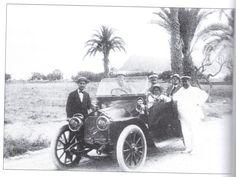 """El primer automóvil en el Puerto de Mazarrón, 1914El primer automóvil en el Puerto de Mazarrón. Había comenzado la Primera Guerra Mundial, 1914, y su propietario fue Don Ginés Granados. La instantánea fue tomada en el Alamillo. (Fotografía extraída del libro """"El Puerto: Evocaciones"""" del periodista Mateo García)"""