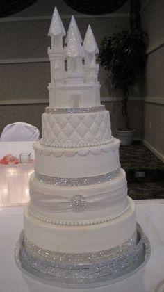 Gâteau pâte à sucre blanc Disney Cendrillon chic.
