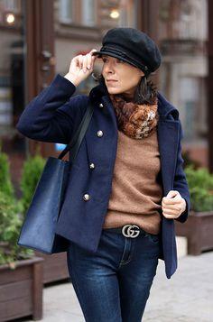 https://minimalissmo.blogspot.com/  #fashion #moda #scarf #navyblue #coat #casual #trendy