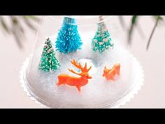 Homemade Winter Snowscape Scenes:    Create your own sparkling snowscape inside - with these easy-to-make Christmas globe ornaments.     SUBSCRIBE for more videos!  http://www.youtube.com/subscription_center?add_user=Babble    Watch more videos here!  http://www.youtube.com/user/babble    What you'll need:    9-ounce clear plastic cup  Silver poster board  Pi...