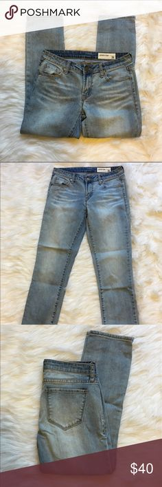 "NWOT Nordstrom Pistola crop jeans Perfect light wash! 8"" rise, 26"" inseam. Worn once! Purchased at Nordstrom but now too small. Perfect like new condition. Nordstrom Jeans Ankle & Cropped"