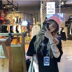Korean girl with tattoos Ulzzang Hair, Ulzzang Korean Girl, I Love Girls, Cute Girls, Girl Hair Colors, Nautical Outfits, Monochrome Fashion, Uzzlang Girl, Korean Street Fashion
