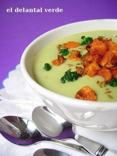 Crema de brócoli y comino, Receta Petitchef Chowder Soup, Broccoli Soup, Vegan Soups, Cheeseburger Chowder, Chili, Veggies, Pudding, Chicken, Meat