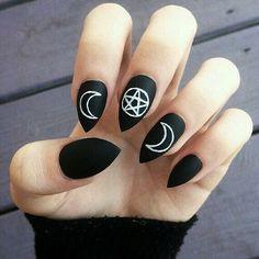 Witchy nail art inspo   ATTITIDEHOLLAND.NL | We ship worldwide