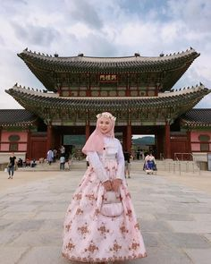 "49.7k Likes, 1,292 Comments - Ayana Jihye Moon❤️ (@xolovelyayana) on Instagram: ""#koreanmuslim  Salam! I am here, your fav korean muslimah Ayana in Hanbok. Shawl…"""