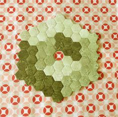 Yesterday was a good day! A great day! And this hexagon cube wasn't the best thing! Could you see the cube ? I can stitch a cube in a day! The beautiful background is the fabric I am working with now. I am making a bag. And I have to finish it in a few …