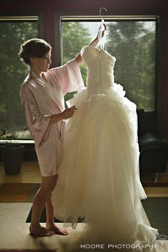 I want a wedding photo like this one...love the pink robe :)