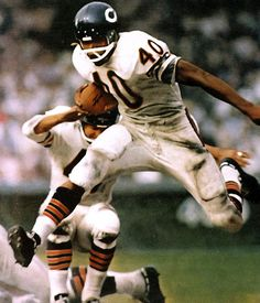 Gale Sayers Great Future started at a Boys & Girls Club. He was a star in the NFL for the Chicago Bears Bears Football, Nfl Bears, Nfl Football Players, Nfl Chicago Bears, Football Rules, Football Fever, Raiders Football, Football Field, Chicago Bears Pictures