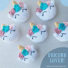 Ravelry: Broche Unicornio Amigurumi pattern by cosicas raquel Crochet Brooch, Crochet Diy, Crochet Amigurumi, Crochet Dolls, Amigurumi Toys, Unicorn Pattern, Crochet Unicorn, Knitting Patterns, Crochet Patterns