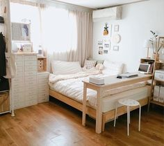6 Creative Tips on How to Make a Small Bedroom Look Larger Minimalist Bedroom Small Minimalist Home Japanese Minimalist Bedroom Bedroom Interior Minimalist Minimalist Room With Plants Bedroom Ideas Dream Bedroom, Home Bedroom, Master Bedroom, Modern Bedroom, Contemporary Bedroom, Desk In Bedroom, Japan Bedroom, Desk Bed, Teen Bedroom