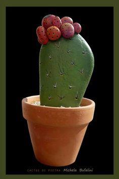 Cactus con brotes, que pueden hacerse perfectamente pegando otras piedritas o haciendolas en papel maché, que bonita maceta con cactus
