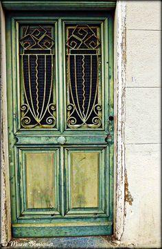 Vieille porte verte avec motifs en fer forgé by bleumarie, via Flickr