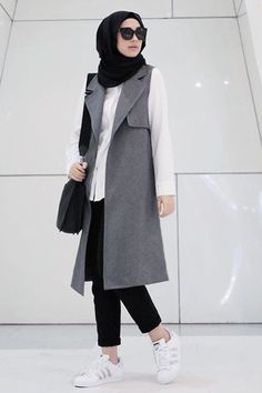Hijab outfit with long vest! Hijab Casual, Ootd Hijab, Hijab Chic, Hijab Dress, Dress Casual, Casual Chic, Islamic Fashion, Muslim Fashion, Modest Fashion