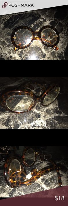 Fashion Circle non prescription reading glasses Only worn once or twice , great wonderful condition , no scratches, bite marks or cracks . Brown colors. They're not reading glasses , fashion glasses Accessories Glasses