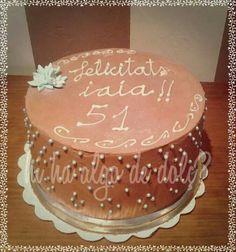 "Layer cake ""Abuelita"" Bizcocho genoves relleno de crema de chocolate con leche."