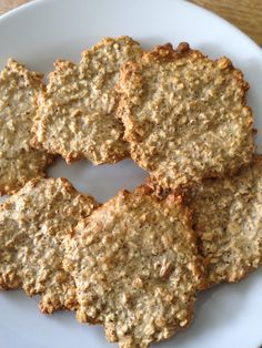Slimming world oat biscuits, syn free if using oats as healthy extra. Slimming World Sweets, Slimming World Puddings, Slimming World Breakfast, Slimming World Plan, Slimming Eats, Slimming World Recipes, Slimming World Oat Biscuits, Healthy Treats, Yummy Treats