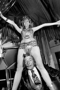 Savador Dalí à Perpignan avec Amanda Lear PHOTO-PATRICK DAVIAU Savador Dalí, Voluptate Mors USA New York City 1951 Coll ©Halsman Archive Salvador Dali
