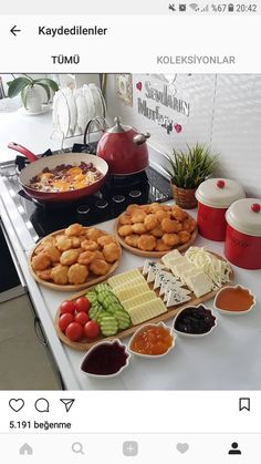 Likes, 30 Comments – Yasemin Arslan (nefis_mutfagim) on In … Kitchen Decor - Home creative ideas Breakfast Presentation, Food Presentation, Breakfast Platter, Breakfast Recipes, Iftar, Turkish Breakfast, Romantic Breakfast, Tasty, Yummy Food