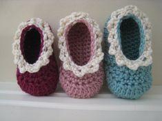 crochet baby shoes http://www.hullitoys.com/2210-manualidades-lana-algodon-seda-tejer.html