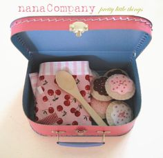 nana Company -sweet treat- gift set for girls (cookies, tea bags, apron, paper cups)