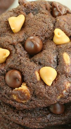 Soft and Chewy Chocolate Peanut Butter Chip Cookies Peanut Butter Chip Cookies, Chip Cookie Recipe, Biscuit Recipe, Cookie Recipes, Dessert Recipes, Chocolate Cookies, Chocolate Peanut Butter, Peanut Recipes, Reese's Recipes