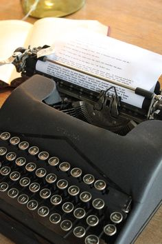 Itsy Bits And Pieces is all about home decor and DIY using new and vintage finds. You'll find home tours, seasonal decor, projects, and makeovers! Vintage Typewriter For Sale, Antique Typewriter, Vintage Suitcases, Vintage Luggage, Vintage Typewriters, Wonderful Machine, Work Tools, Vintage Love, Writing