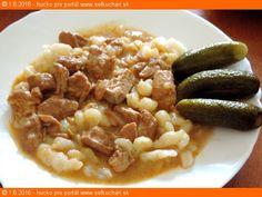Bravčový perkelt na smotane (pomaly dusený) Klasika, ktorá hádam nikdy neomrzí. Jednoduché jedlo, jednoduchý recept, no napriek tomu nie je nudný. Ingrediencie 70 g masla 2 väčšie cibule nakrájané najemno 1 PL sladkej mletej papriky 1 kg chudého bravčového mäsa 13 g soli 3 bobkové listy 3 ks nové korenie celé 6 ks čierne korenie …
