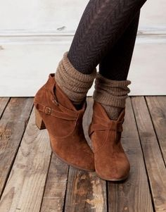 Black tights, woolen socks, brown booties.