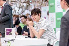 #Photography   #MINOZ    IMGUR      [https://imgur.com/m6BTx1k]     P06 of P08    By:  달콤한미노 (@sweetmino_)    2016 June 29 (Wed)   #ActorLeeMinHo   #LeeMinHo   #Korean #Actor #HallyuStar   #ASIA Most Popular #IDOL  Fan Sign  #Autograph   #Minoz   #GoodBase  #Korea #Ginseng   KGC   #Chokeberry   #Blueberry   #Pomegranate   #Pear    Twitter Post Date: 30 June 2016 (Thursday)