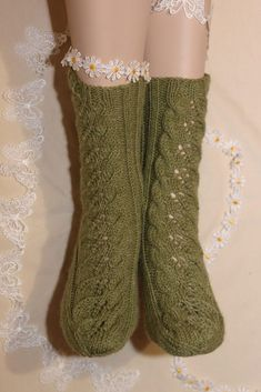 Wool Socks, Knitting Socks, Knitting Ideas, Yarn Crafts, Diy Crafts, One Color, Colour, Leg Warmers, Mittens