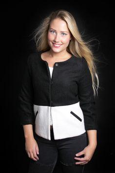 bij www.miss-p.nl, Leuk zwart/wit jasje, met drie kwart mouw.