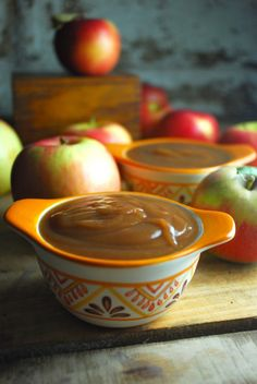 All night crockpot apple butter - authentic, easy recipe leaves your kitchen smelling like cinnamon.