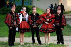 Young boys and girls from Turt by wizardnet, via Flickr Folk Clothing, A Level Art, Old Pictures, Traditional Dresses, Romania, Boy Or Girl, Hipster, Punk, Inspiration