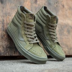 Vans Men's Reissue Zip - Mono in green and ivy is available in sizes Custom Vans Shoes, Mens Vans Shoes, Vans Sneakers, Slip On Sneakers, Casual Sneakers, White Sneakers, Casual Shoes, Converse, High Top Sneakers