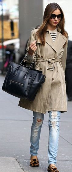 Miranda Kerr trench coat and leopard print flats Star Fashion, Girl Fashion, Fashion Beauty, Miranda Kerr Street Style, Leopard Print Flats, Leopard Shoes, Weekend Wear, Looks Style, Look Chic