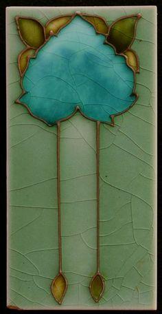 Online veilinghuis Catawiki: Smalle Art Nouveau tegel met tubeline decoratie