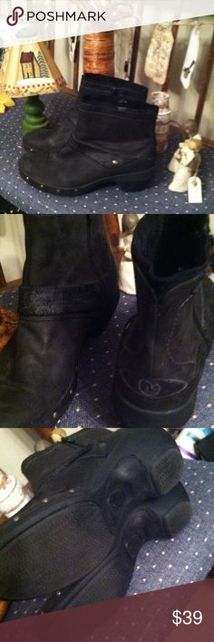 Merrell black boots sz 9 Excellent find. Fantastic price merrell boots retail $165. Merrell Shoes Heeled Boots