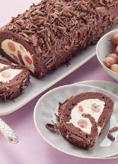 Feiner Schoko-Biskuit mit fruchtiger Stachelbeercreme: http://kochen.gofeminin.de/rezepte/rezept_schokoladen-biskuitrolle-mit-stachelbeercreme_312718.aspx