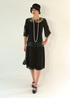 Black 1920s chiffon and lace dress von HouseOfRecollections auf Etsy