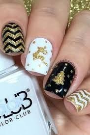 Gift Yourself a Christmas-Inspired Manicure Using These Festive and Bright Nail Art Designs : 32 Festive Christmas Nail Art Ideas - Easy Designs for Holiday Nails Cute Christmas Nails, Christmas Nail Art Designs, Holiday Nails, Gold Christmas, Christmas Tree, Christmas 2016, Pretty Nail Colors, Pretty Nail Designs, Pretty Nails