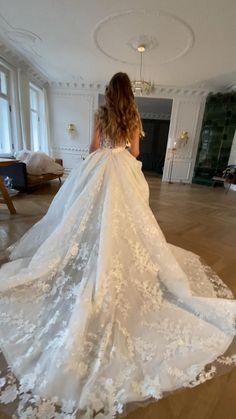 Fancy Wedding Dresses, Wedding Bridesmaid Dresses, Bridal Dresses, Wedding Gowns, Daimon Salvatore, Wedding Gown Gallery, Dream Dress, Foto E Video, Dress Wedding