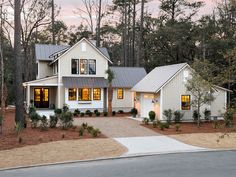 Laid-Back Low-Country Luxury: HGTV Smart Home 2018 - American Lifestyle Magazine American Houses, American Life, Hgtv Dream Homes, Cool Dog Houses, Country Lifestyle, Country Farmhouse, Low Country Homes, Residential Interior Design, Dream House Exterior