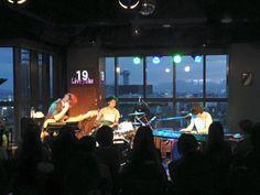 「『特異点』リリース・ツアー」ワンマンライブ、5/3(火・祝)広島Live Juke、本日も、沢山の方にお集まり頂き、有難うございます! 夕方の時間帯で、空が刻々と変わり、素晴らしいシチュエーションでのライブ。アンコールラスト曲では、グランドピアノでの独奏をさせて頂きました。
