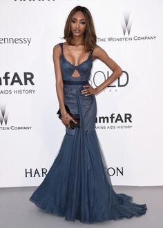 Jourdan Dunn con un vestido azul de la diseñadora Vera Wang