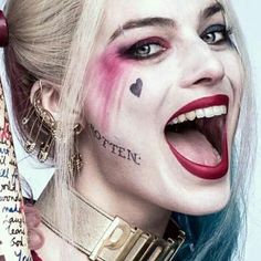 Harley Quinn Birds of Prey Margot Robbie Face Tattoo Kits Cosplay Comicon Harley Quinn Et Le Joker, Harley Quinn Halloween, Margot Robbie Harley Quinn, Harley Quinn Cosplay, Joker Cosplay, Halloween Cosplay, Halloween Halloween, Halloween Makeup, Cosplay Costumes