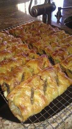 Ingredients : rustic potatoes-cooked and mashed-plain 2 lbs ground beef 1 large onion diced 1 teaspoon beef granules 1 tablespn. Scottish Dishes, Scottish Recipes, Irish Recipes, Scottish Meat Pie Recipe, English Recipes, Sausage Recipes, Pork Recipes, Cooking Recipes, Meat Pie Recipes